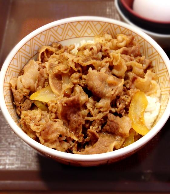 吉野家のメニュー(牛丼など)の糖質はどれくらい?