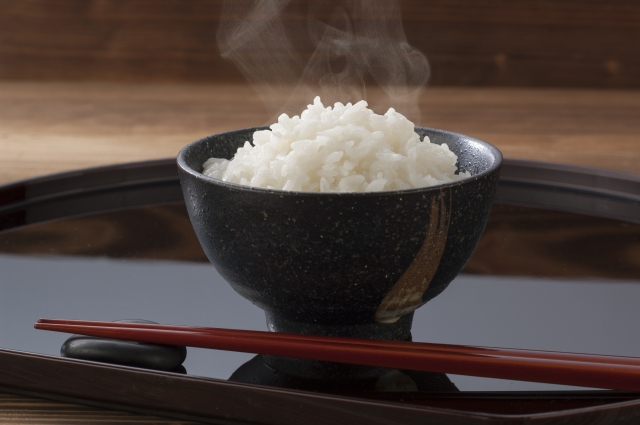 筋トレと夕飯だけお米を減らす糖質制限で5kg痩せた方法とは
